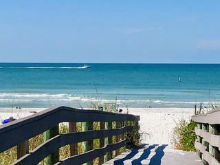Indian Rocks Beach Pelican House & Units 5 and 6 By Tech Travel