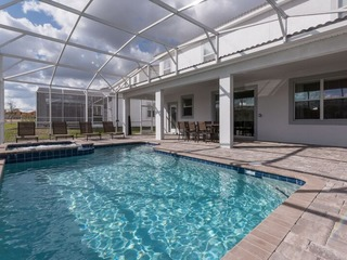 Stunning Water Park Home, Professionally Decorated. 1549
