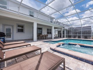 LAST MINUTE DEEP DISCOUNTS!! Modern Vacation Home. 9094