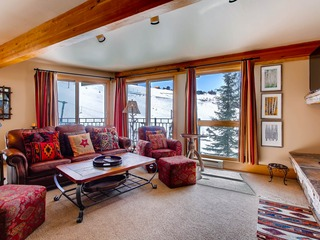 Ski-in/Ski-out 2 Br Condo- Sleeps 6 People