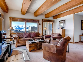 Top Floor 2 Br Unit- Views of the Mountains