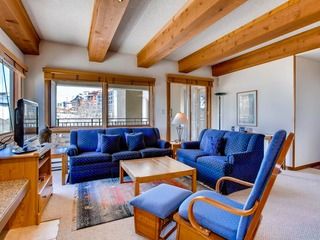 Large 2 Br With Open Floorplan