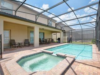 9 Bed House w/Pool &Spa in Windsor Westside-3704WW