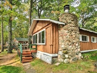 Cottage 4- Hiller's Pine Haven