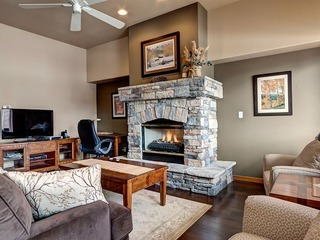 Enjoy Amazing Views In This Beautiful Townhome