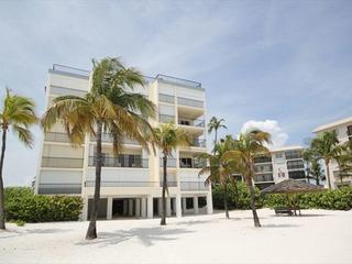 Island House Beach Club 1B