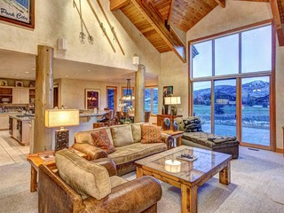 Luxury Cove - image