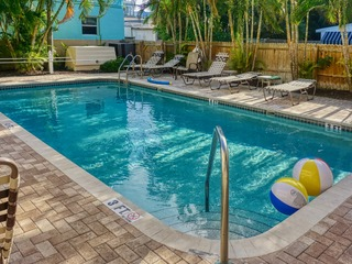Beach Club Vacation Rentals on Pass-A-Grille Condo 701-8
