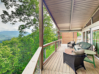 New Listing! Cabin Retreat: Hot Tub, Near Downtown