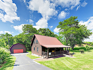 """""""Tennessee Burrow""""- Great Locale & Large Yard"""