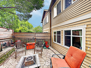Spacious Townhome Near Alki Beach w/ Private Patio
