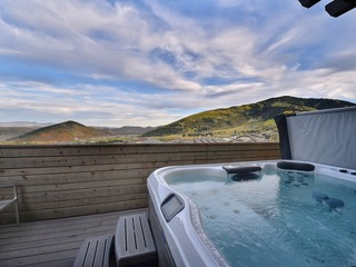 Huge & Newly Constructed 5Br/5Ba Residence-Private Hot Tub!
