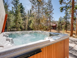 Private Hot Tub & Walking Distance to Gondola-4Br Sleeps 14