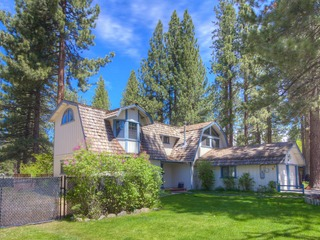 Remodeled Gambrel Style Home with Beautiful Trees Views - image