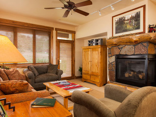3106 Champagne Lodge, Trappeur - image