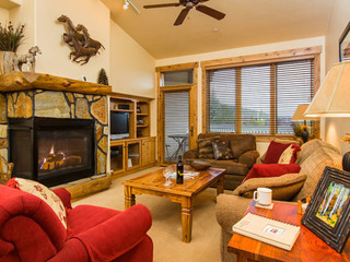 3302 Champagne Lodge, Trappeur - image
