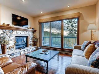 Borders Lodge- Upper 203 1BR/2BA