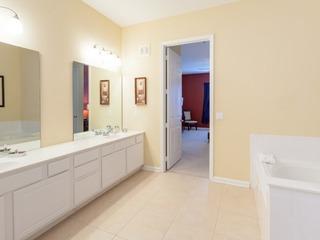 3 Bed 2 Bath Premium Lakeview l 1006