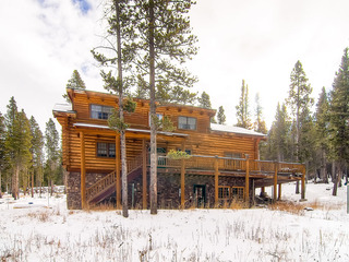 Snowshoe Retreat - image