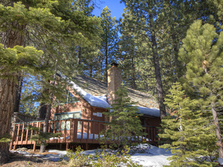 Wonderful Cabin with Hot Tub, Next to National Forest - image