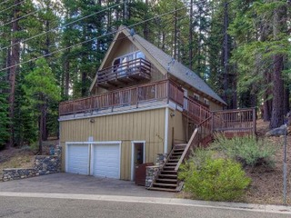 Upscale A-frame Cabin with Lots of Space and Hot Tub - image