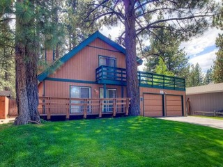 Conveniently Located Tahoe Home for 10 - image