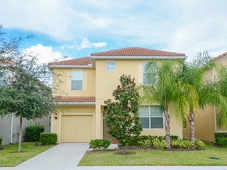 Spacious 6 bedroomm home at Paradise Palms