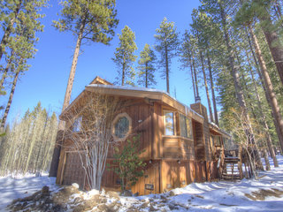Adorable 3 Bedroom Home Half Mile to Heavenly - image
