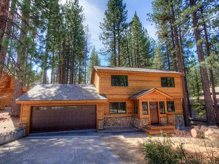 Cute Lake Tahoe Home One Mile from Heavenly and Casinos - image