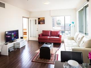 Majestic 2 Bedroom Apartment-Hollywood Vine Street - image