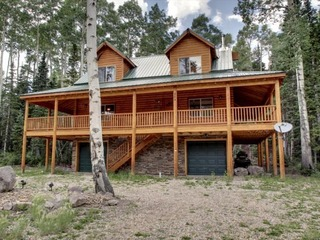 Whispering Pines Lodge- Beautiful cabin and surrounded by trees