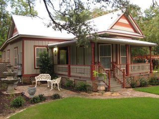 2BR/2BA Remodeled South Austin Cottage