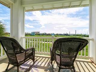 The Meridian 3BR, Walk to the Beach
