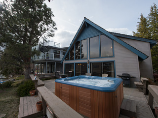 3BR Lake House + Private Hot Tub & Dock