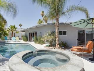 4BR/3BA Palm Spring Mid Mod House & Casita - image