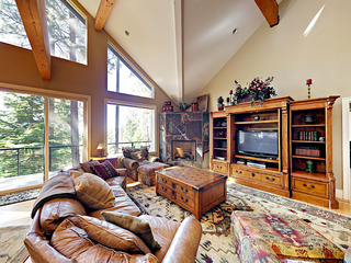 4BR/4.5BA Luxurious Tahoe Retreat with Hot Tub, S. Lake Tahoe