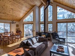 Charming 3BR Tahoe Donner Ski Cabin Among the Pines