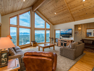 Charming Tahoe Donner Chalet