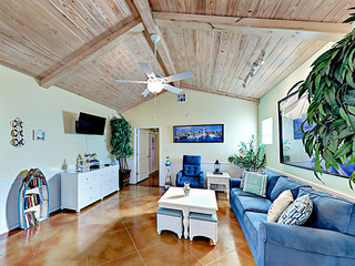 """Sail Away"" Coastal Port Aransas Condo"