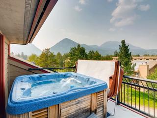 3BR, 3.5BA Penthouse w/ Hot Tub & Mountain Views