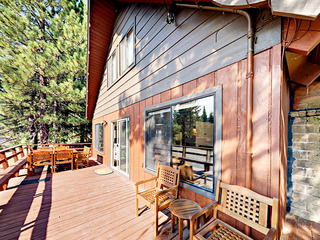 Spacious 5BR Truckee Cabin w/ Hot Tub & Resort Amenity Access