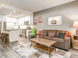 Completely Remodeled Gorgeous- Ski Time Square