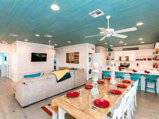 SeaEsta: Bright and Beachy Port A Home