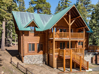 Log Cabin w/ Hot Tub, Billiards & Mt. Tallac Views