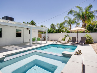 2BR/2BA Pool/ Jacuzzi in Palm Springs Covered patio