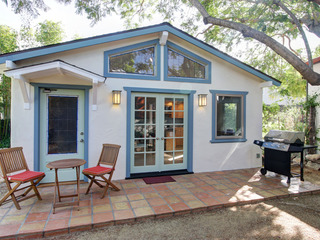 Agapios Cottage-Close to State Street