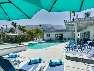 Secluded Getaway Blocks from Palm Canyon - image