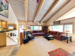 3BR w/ Private Hot Tub, Fireplace & Stellar View
