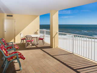 Gulf-Front Summer House Condo