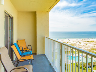 Gulf Shores Condo with Dazzling View
